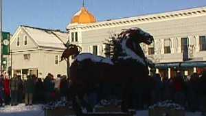 Picture of the crowd in Lancaster getting ready for a group picture. The famous Iron Horse, created by a sculpter from Lyndonville Vermont in the foreground.